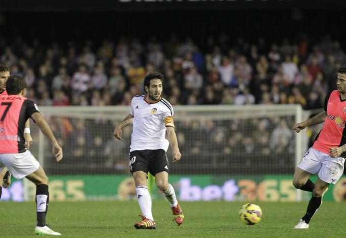 http://valencia.eldesmarque.com/images/stories/201415/Valencia_CF/Competiciones/LIGA/LOCAL/ALMERIA/Alberto_David/parejo_controla.jpg