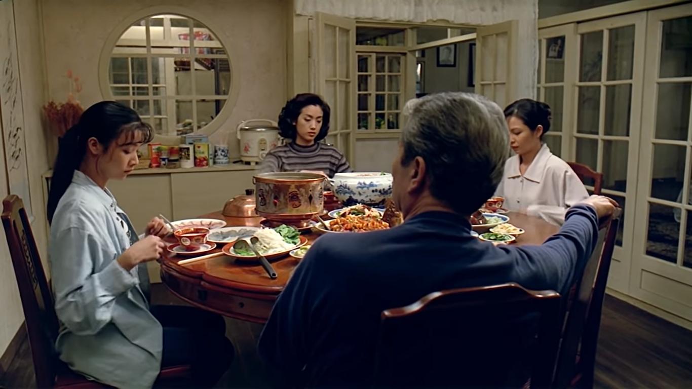 一張含有 個人, 桌, 餐點, 餐桌 的圖片  自動產生的描述