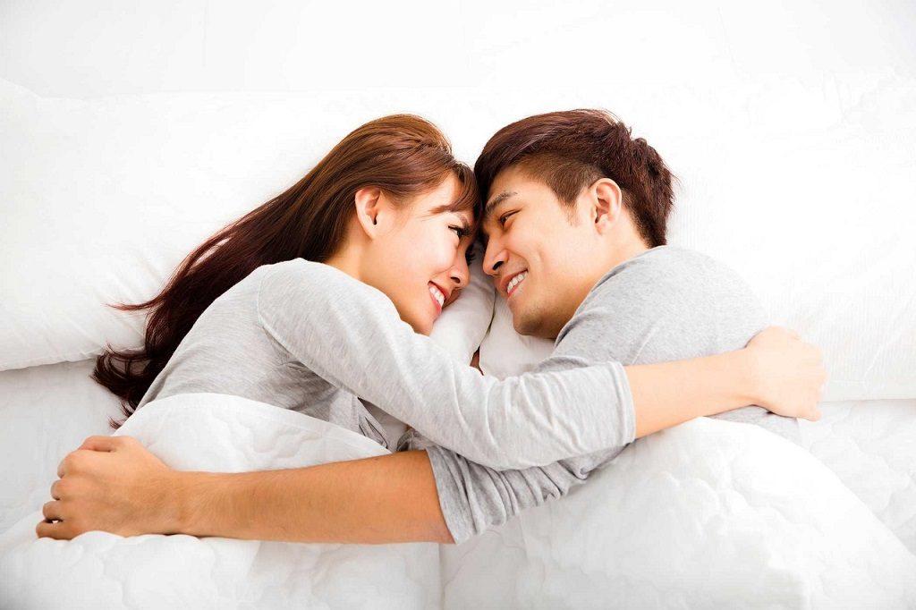 Thường biểu hiện của bùa yêu lành tính giống với tình yêu bình thường