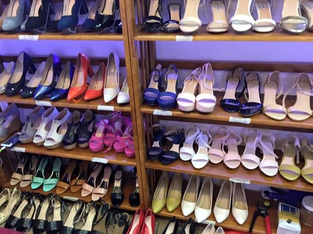 Bán hàng giày dép của Việt Nam
