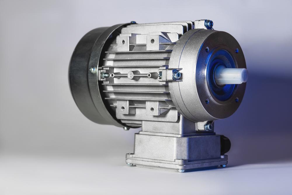 O motor de indução é o grande responsável pela potência e falta de ruído nos carros elétricos. (Fonte: Shutterstock/Bonuseventus/Reprodução)