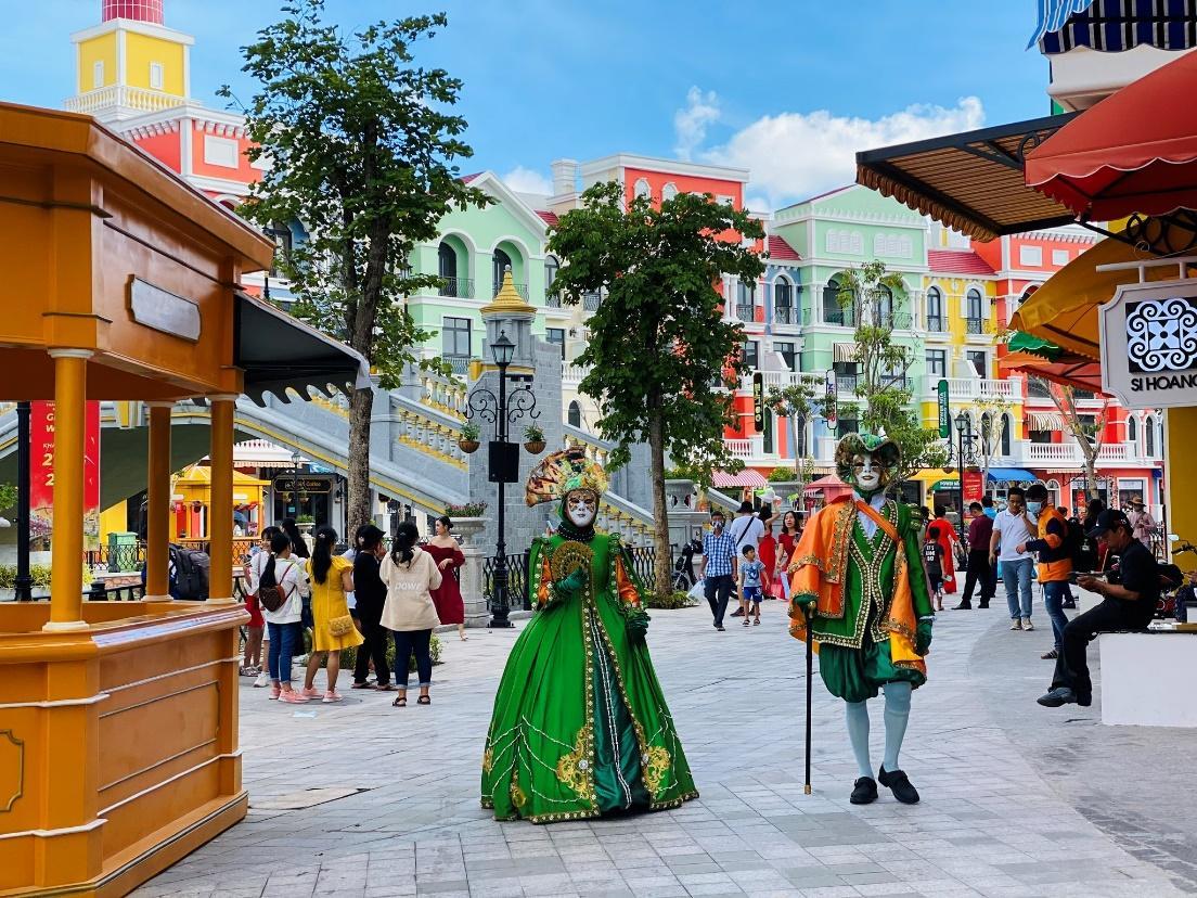 Cuồng nhiệt ở 'thành phố không ngủ' đầu tiên của Việt Nam - ảnh 4
