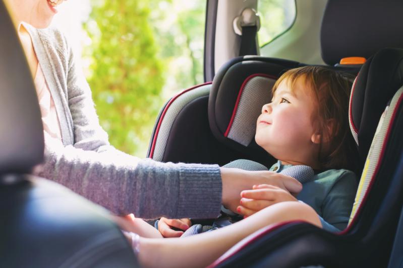 Thót tim cảnh bé trai 2 tuổi rơi ra khỏi ô tô xuống đường cao tốc, sự bất cẩn của phụ huynh có thể phải khiến con em trả giá - Ảnh 4.