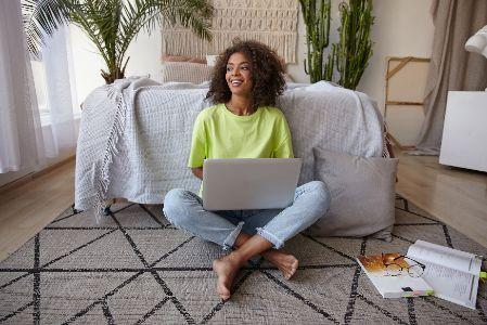 A képen beltéri, padló, személy látható  Automatikusan generált leírás