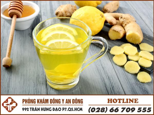 Đau dạ dày uống nước gừng giúp giảm đau.