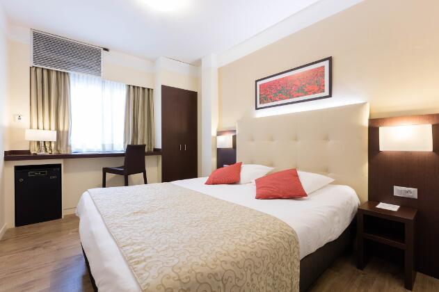 www.hotel-rotonde.com