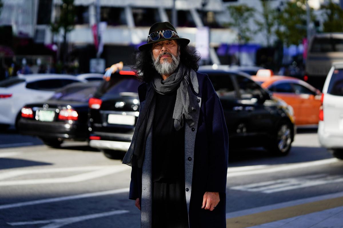 """""""Tân binh"""" gây sốt làng mốt Hàn: Cụ ông 63 tuổi từng đi bán cá đến người mẫu sáng giá nhờ ngoại hình từng bị từ chối không cho làm bảo vệ - Ảnh 5."""