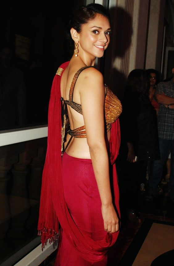 Aditi Rao Hydari Hot at Michi Music the 8th