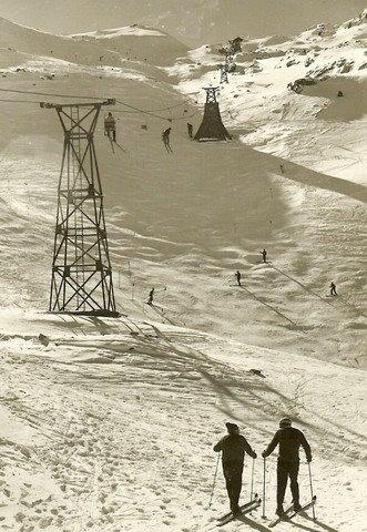 Primer telesillas monoplaza de Candanchú en 1945