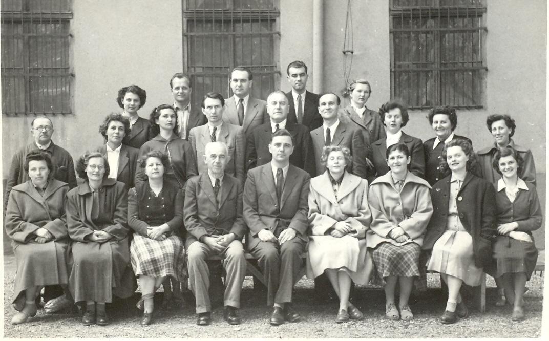 F:\Iskolai_anyagok\ISKTÖRT\isktortfoto\fiúiskola\tantestület 1953-55\Fiúiskola tantestülete 1954.jpg