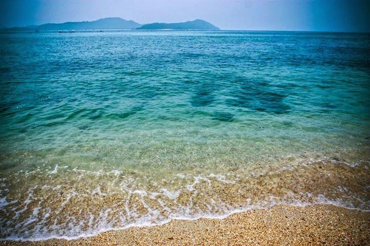 Bãi tăm nước biển rất trong Du lịch cô tô Quảng Ninh