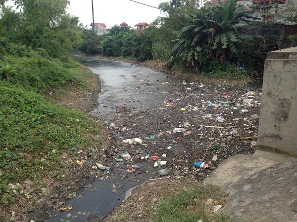 Kinh hãi sống bên dòng kênh rác giữa Thủ đô