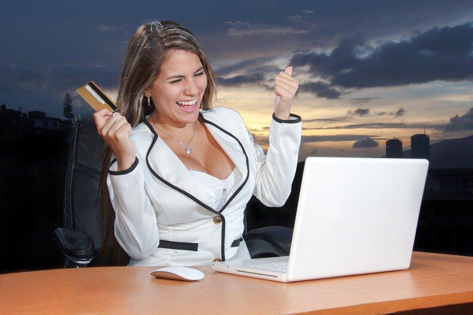 Marketing On-Line, Meios De Comunicação Sociais