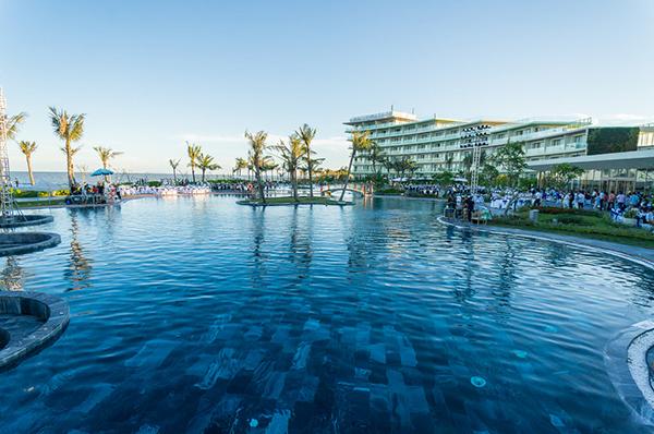Bể bơi nước mặn lớn nhất Việt Nam - FLC Sầm Sơn 04