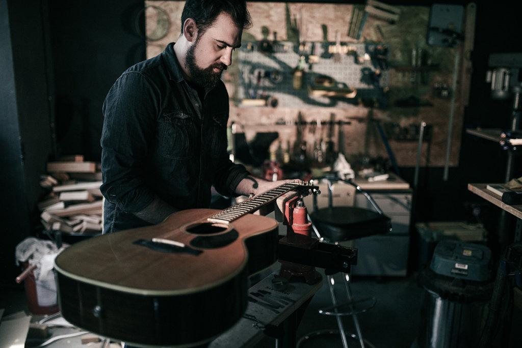 James Gay, guitar tech for Well Played Gear. Chăm sóc guitar