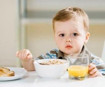 6 cách giúp bé ăn ngon và nhiều hơn.