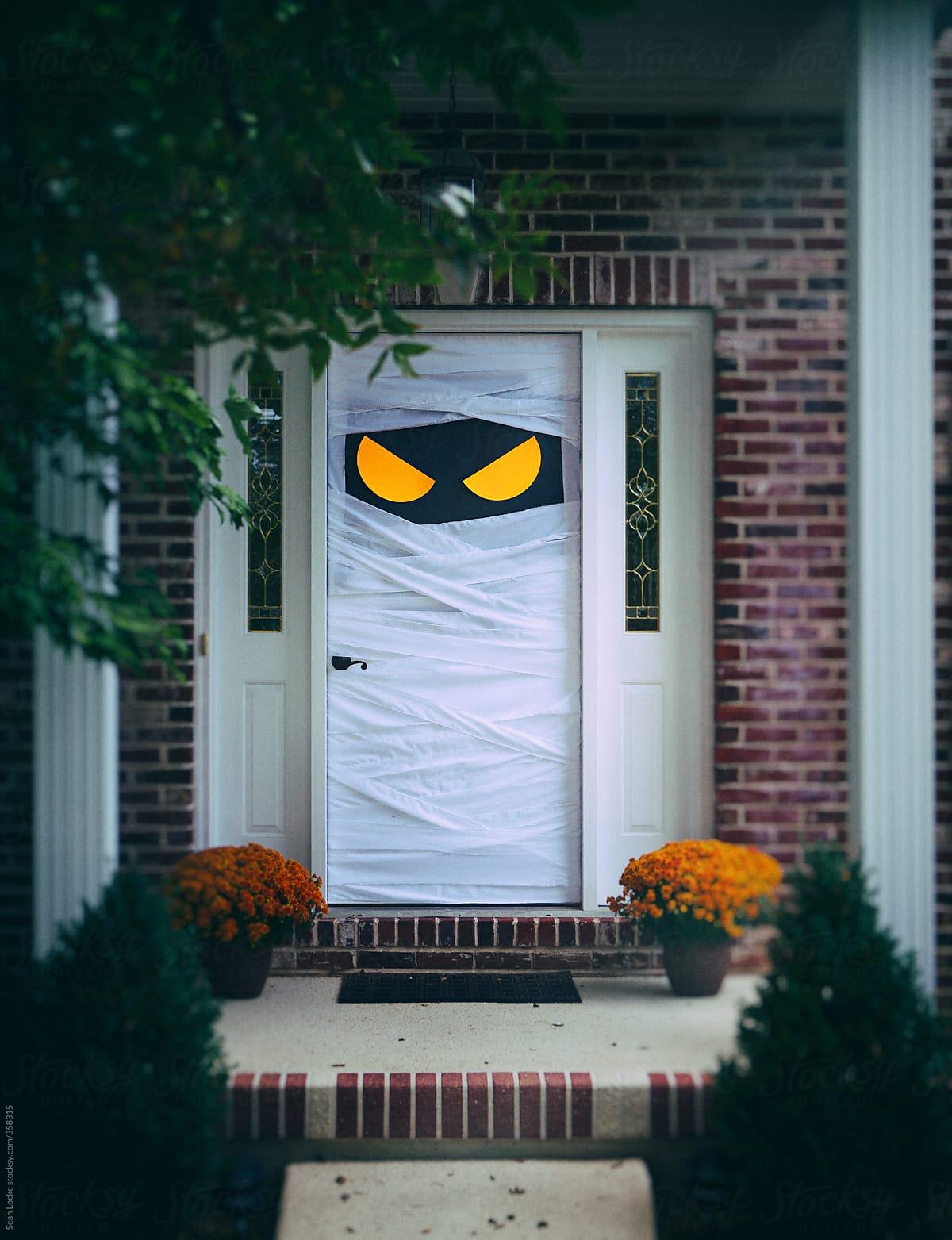 Halloween Mummy Door Decoration Ideas