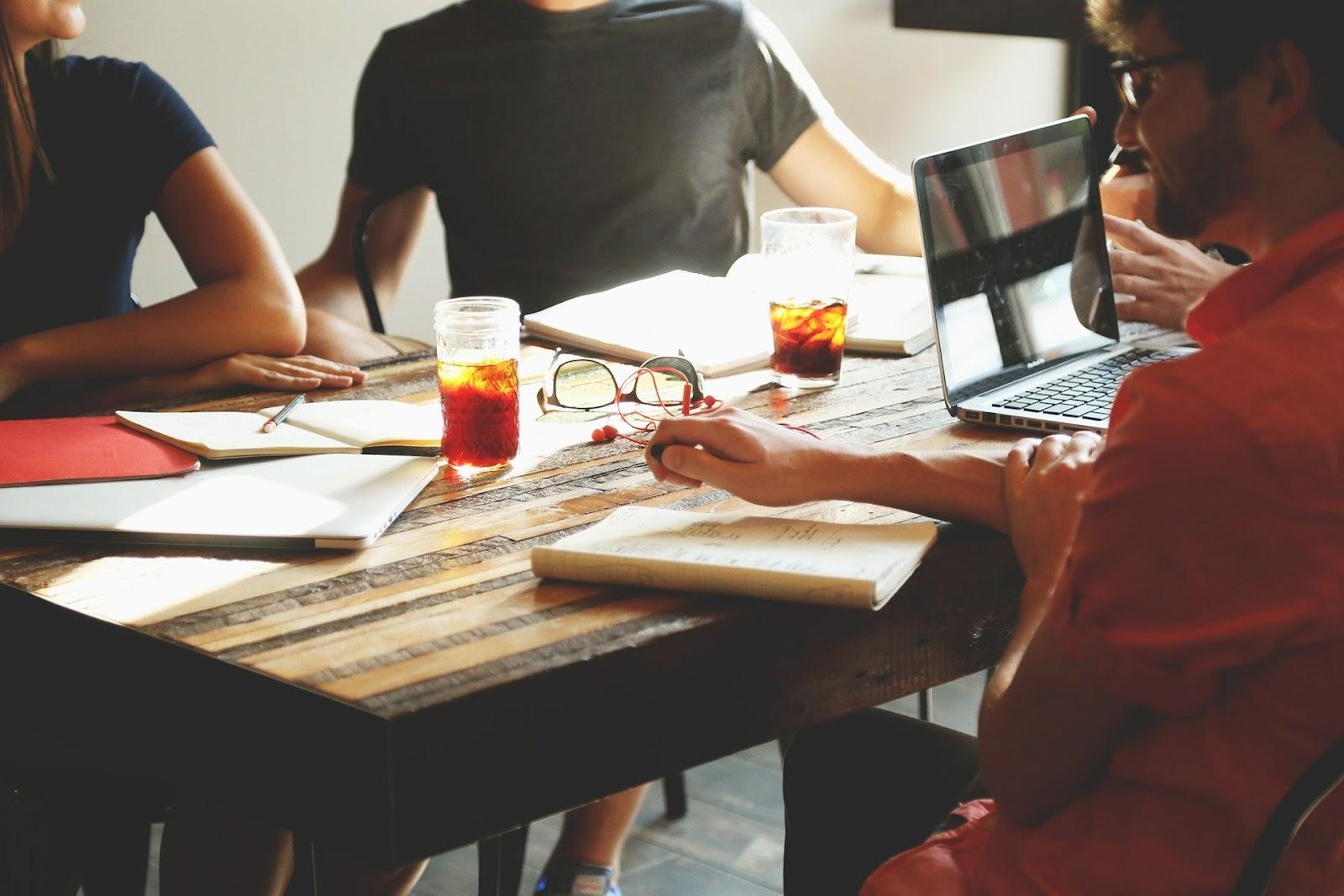 startup-meeting-brainstorming-594091/effective elearning
