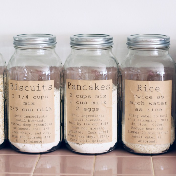 Pantry Organization Labels: These 50 Cheap & Easy Farmhouse Decor Ideas will help you save money and transform your space.