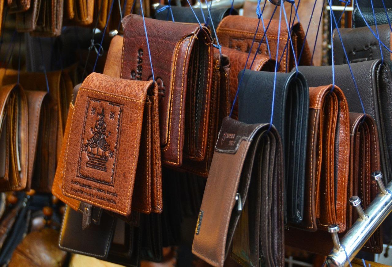wallets-1293507_1280.jpg
