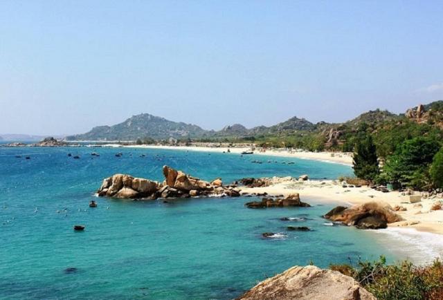 Đảo Cô tô chinh phục du khách trong và ngoài nước nhờ dòng nước xanh biếc