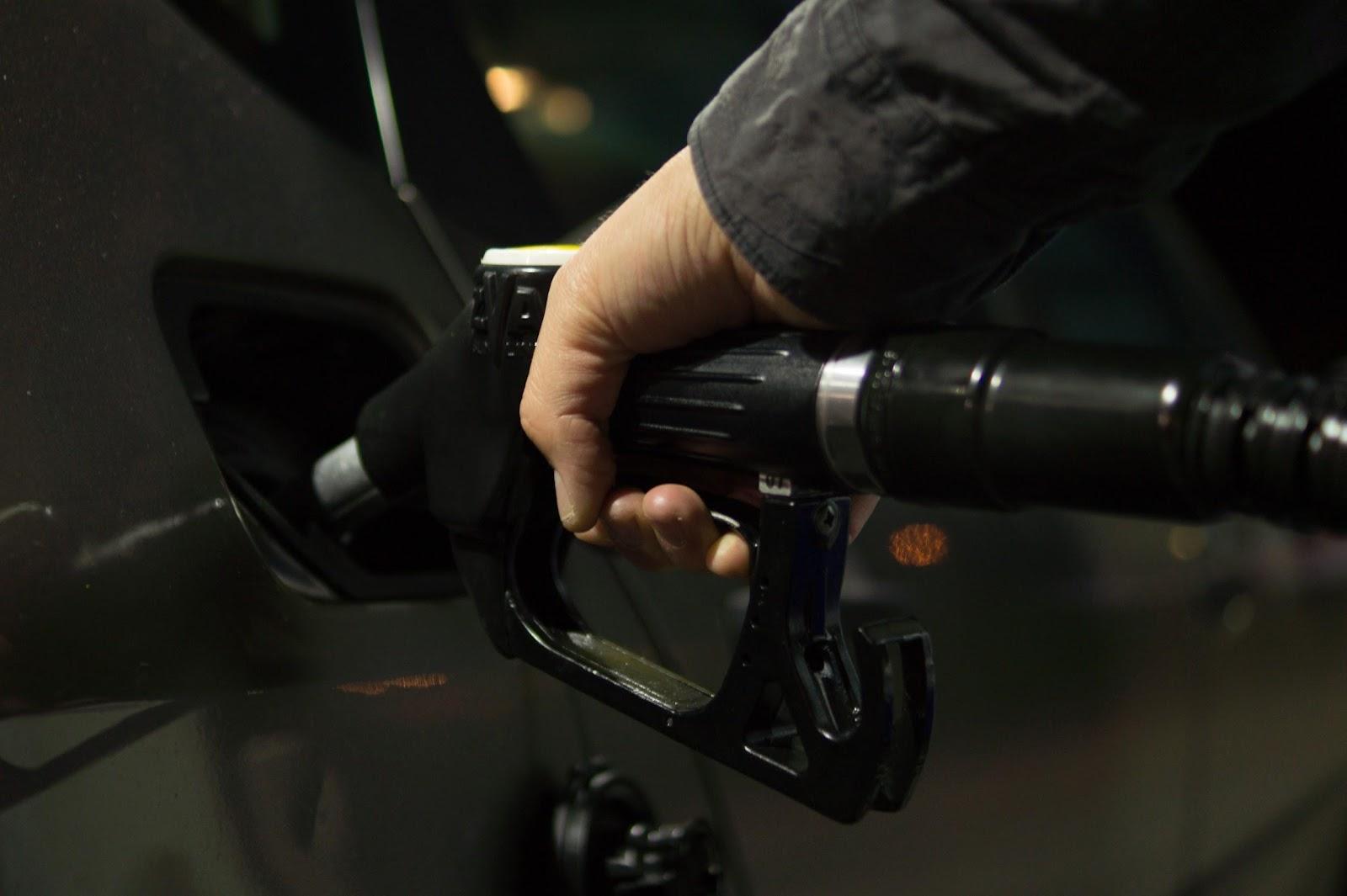 5 Effective Ways to Improve Fuel Efficiency on UAE Roads