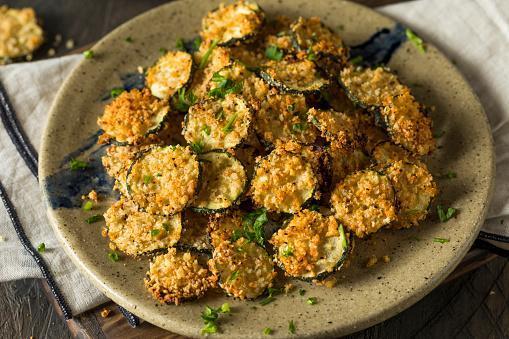 https://media.istockphoto.com/photos/homemade-breaded-baked-zucchini-chips-picture-id638285874?b=1&k=6&m=638285874&s=170667a&w=0&h=0vBQJBqWkO-Gp8Q5F0Uy_LjHl-W72unu6B-wMcGqmfo=