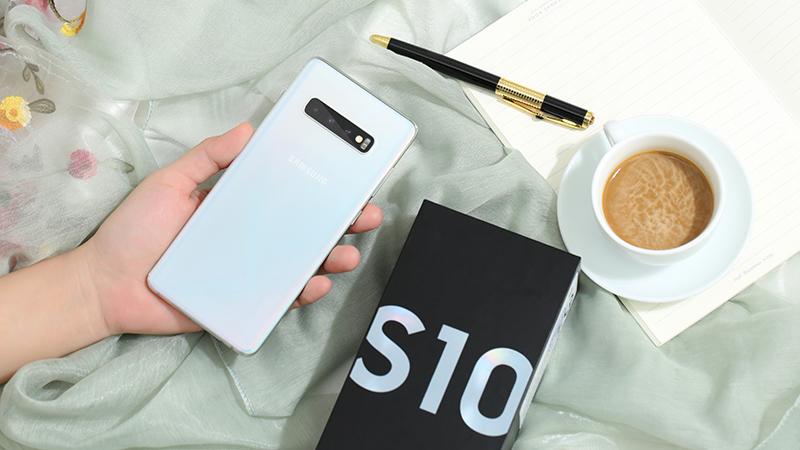 Thay camera sau Samsung Galaxy S10, S10 Plus uy tín tại Hà Nội
