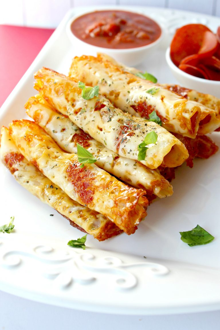 Keto pizza roll ups