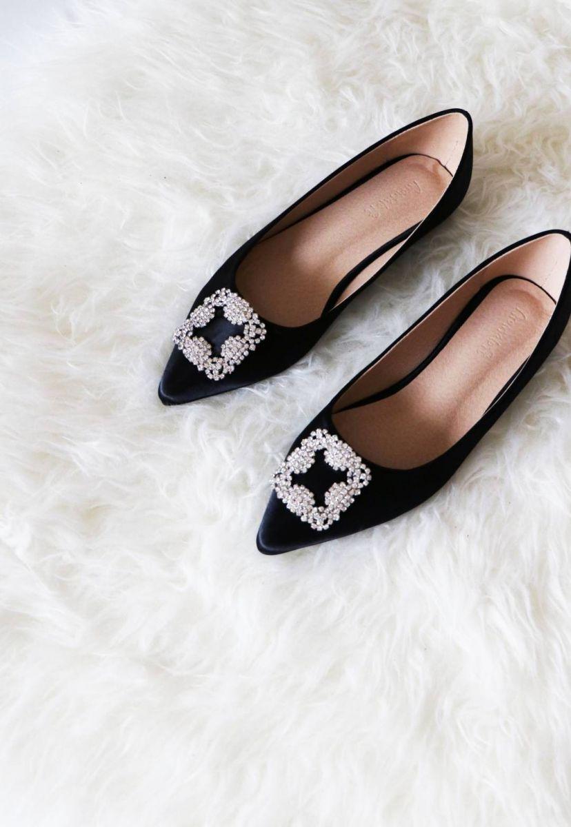 Đôi giày búp bê mũi nhọn