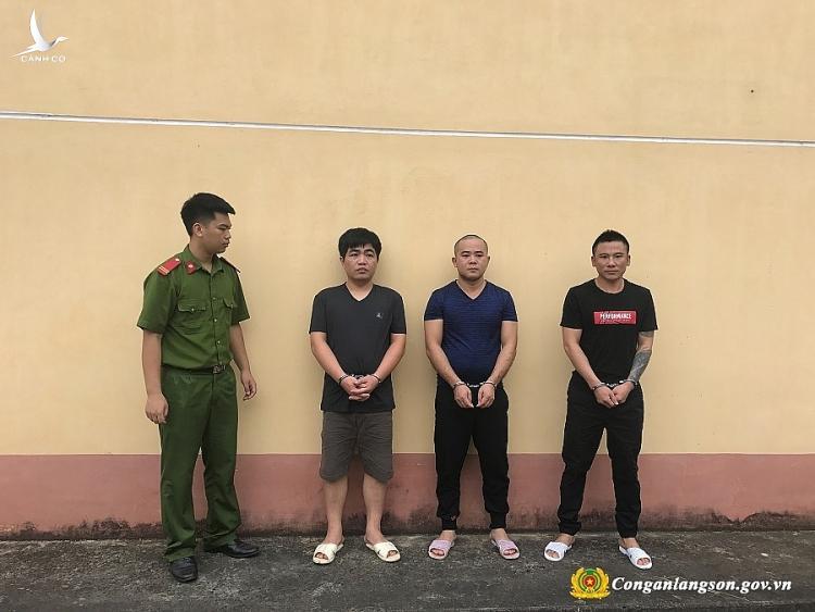 Các đối tượng tên Tăng Phồn Vỹ (sinh năm 1988), Tiêu Kiến Quần (sinh năm 1986), Viên Hồng Khôi (sinh năm 1986). Cả 3 đều mang quốc tịch Trung Quốc, nhập cảnh vào Việt Nam trộm xe máy mang về nước tiêu thụ.