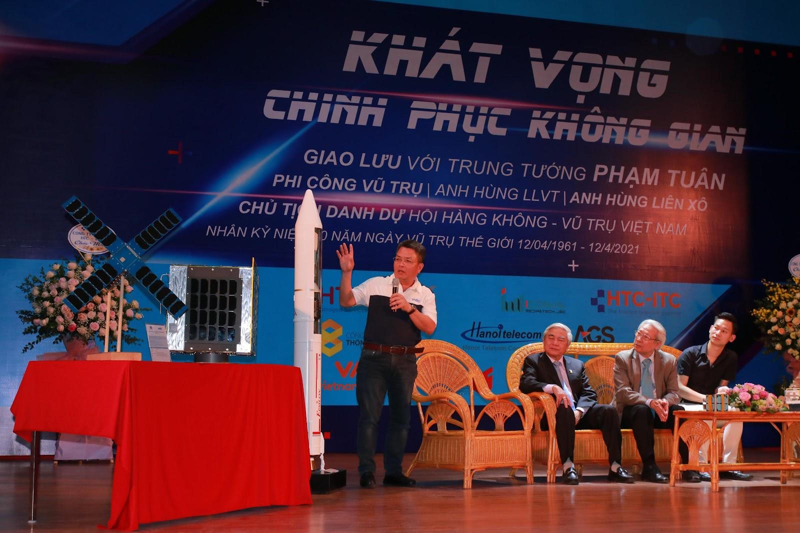 Các nhà khoa học tham gia tọa đàm tại chương trình.