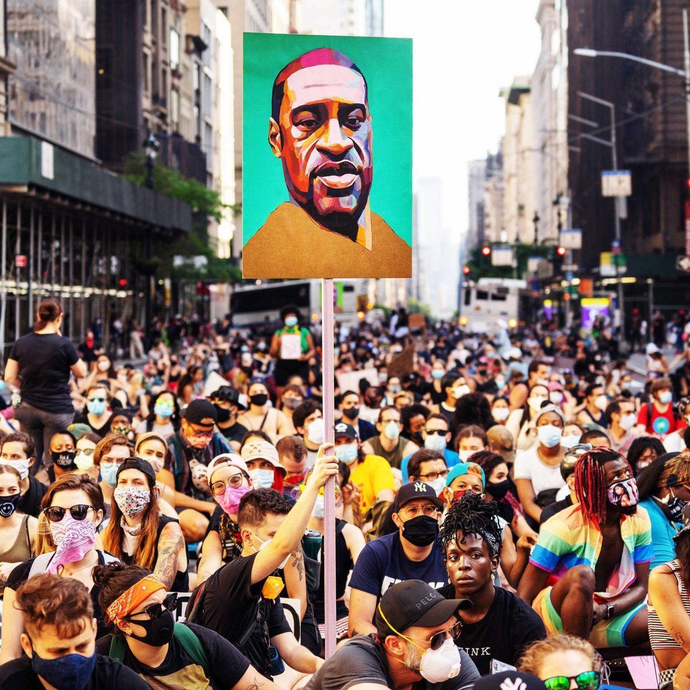Immagine che contiene persona, esterni, folla, scena  Descrizione generata automaticamente