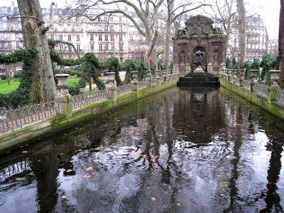 https://1.bp.blogspot.com/-sygJ6DygjFc/XCL2cCnSXsI/AAAAAAAAHhc/mwtHs5WdAdYfZDtAft8Nb-L5PyLezTyFgCLcBGAs/s400/Jardin_du_Luxembourg_-_Medici_Fountain_in_winter.jpg