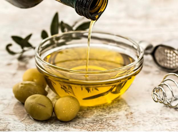 Castor oil for nourishing your skin