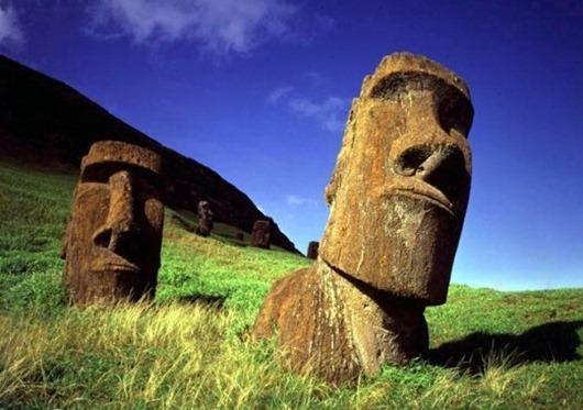 Остров насчитывает около 9 сотен статуй
