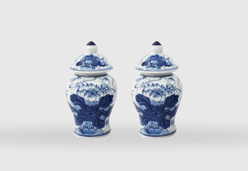 Blue-Glaze Ceramics Jars from Bat Trang. Photo credit: cuahanggomsu.com