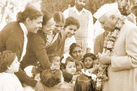 Chacha Nehru with kids