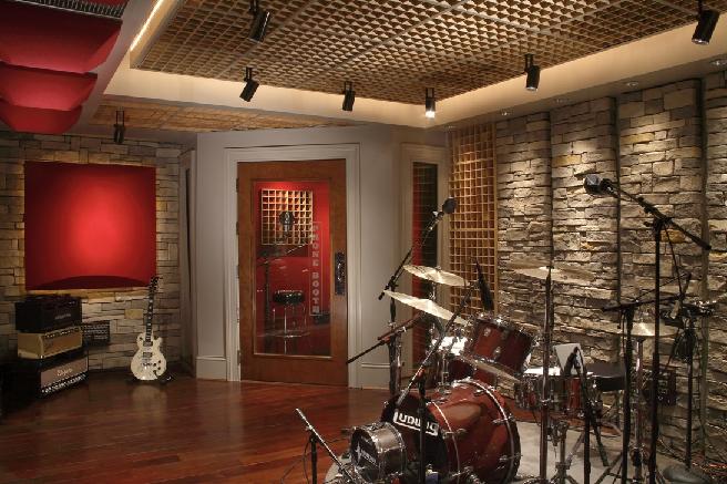 Nice looking studio room