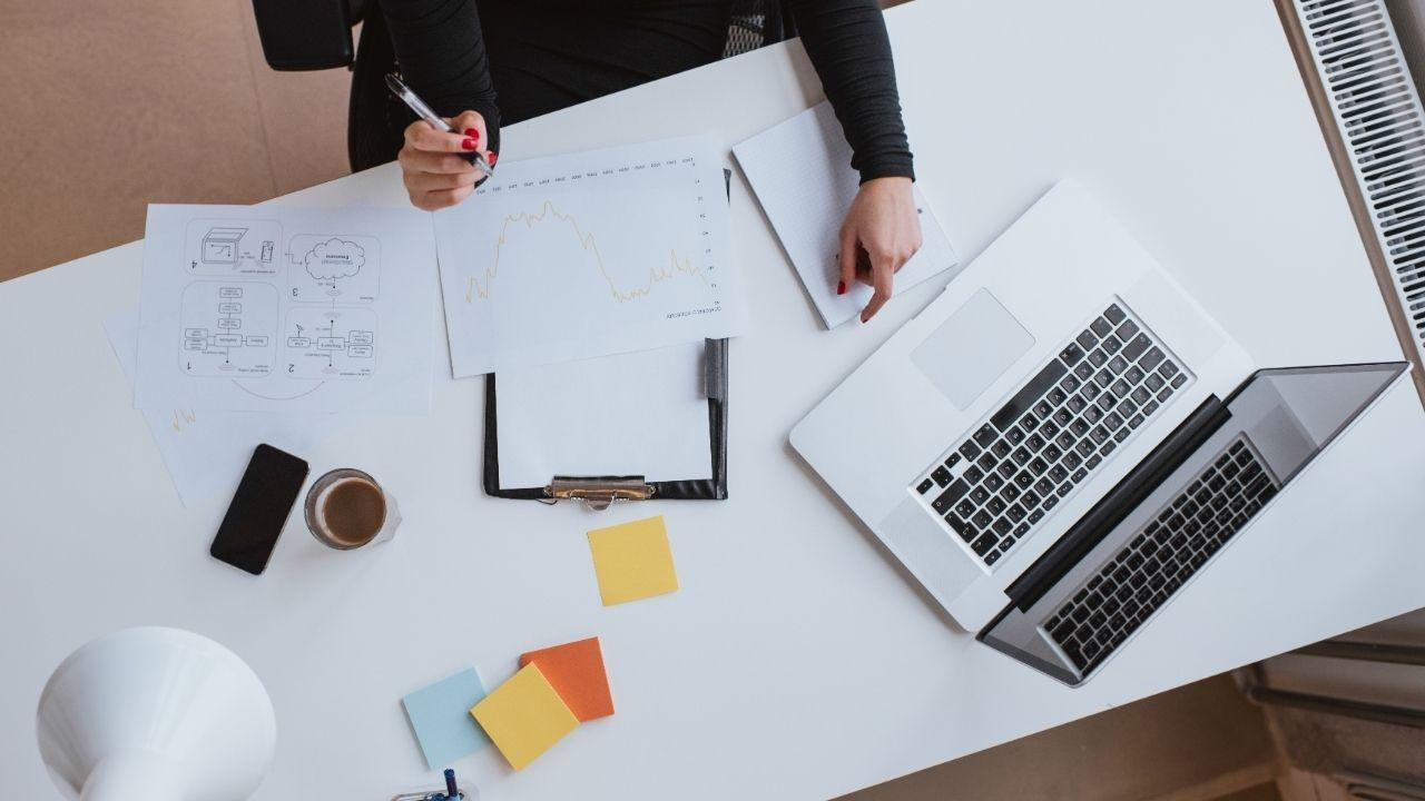 How to Get Into Digital Marketing Without a Degree