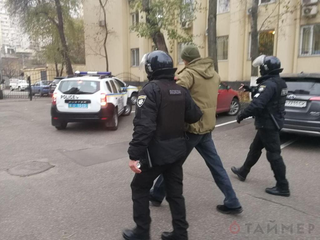Активисты передрались в суде из-за земли в Затоке — полиция задержала 25 человек