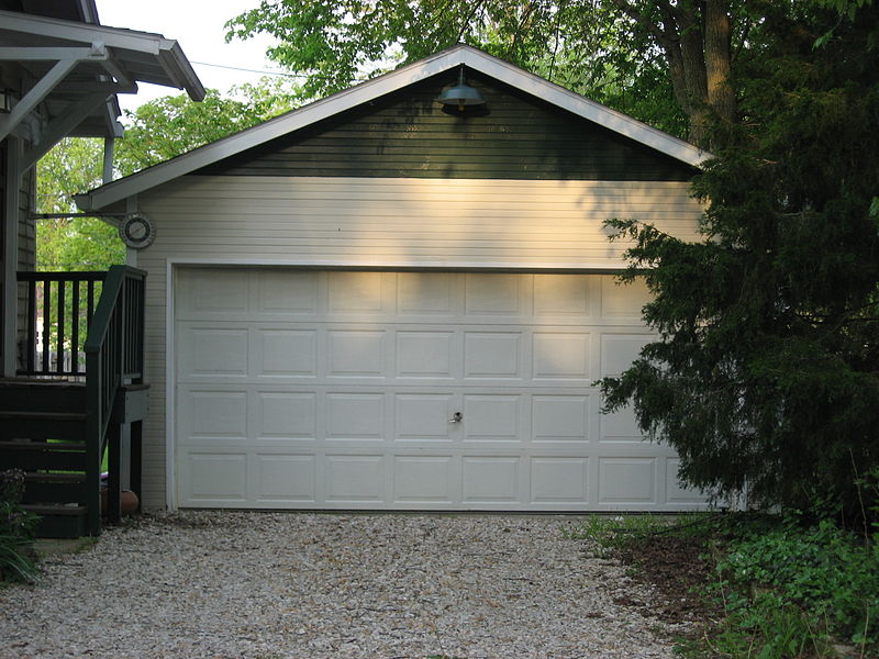 800px-Maple_Street_South_111_garage,_Bloomington_West_Side_HD.jpg