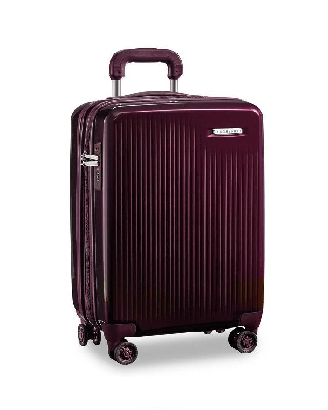Kiểu dáng và màu sắc hiện đại của vali Briggs & Riley.