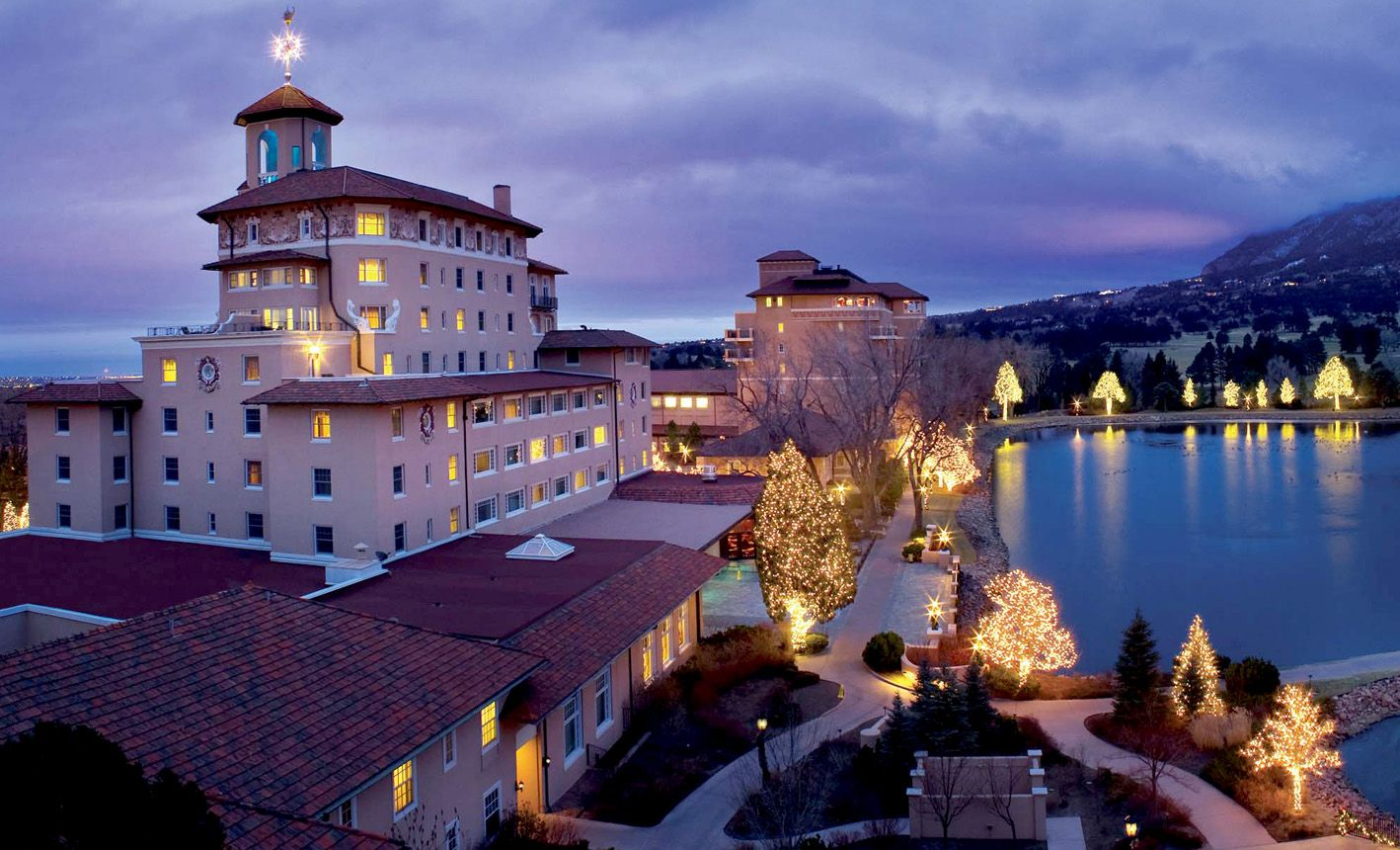 awesome view of the Broadmoor at night