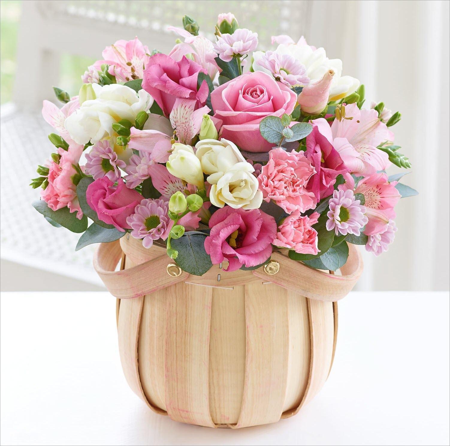 Ảnh có chứa cây, hoa, bó hoa, trong nhà  Mô tả được tạo tự động