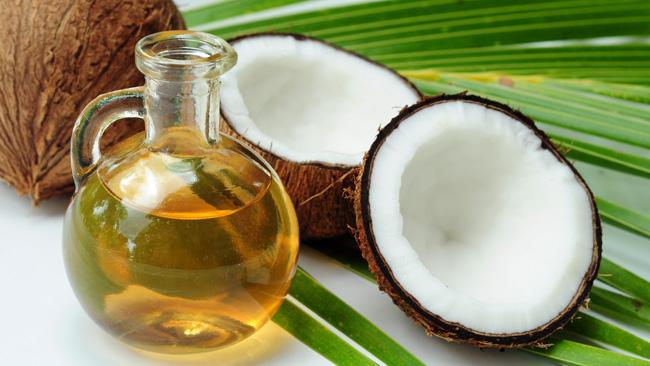 Hết mảng bám và răng luôn trắng sáng chỉ với dầu dừa