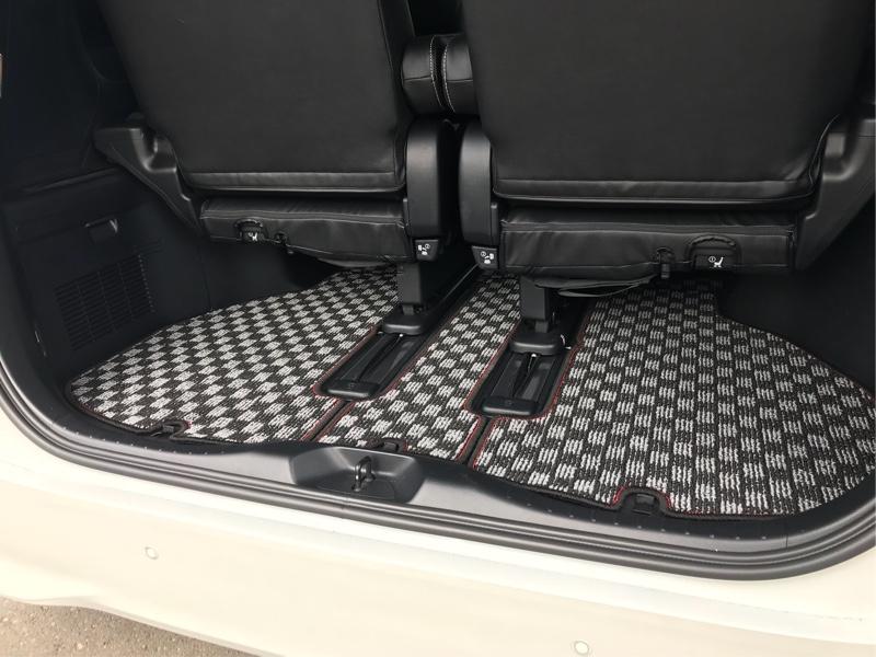 ラゲッジも寸法完璧❤<br /> 床下収納蓋の開閉問題なし👍