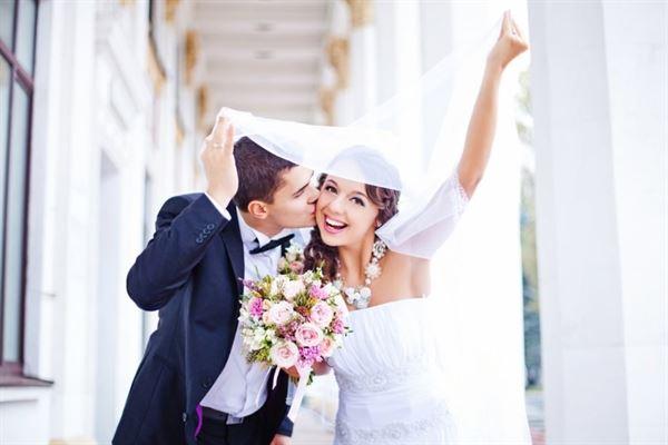 Con số may mắn ứng với giấc mơ lấy vợ