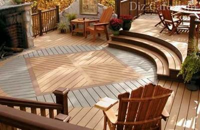 Садовый паркет придает патио атмосферы домашнего уюта