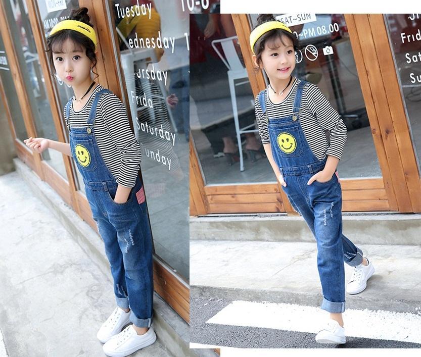 spodnie ogrodniczki jeansowe z dziurami dla dziewczynki5